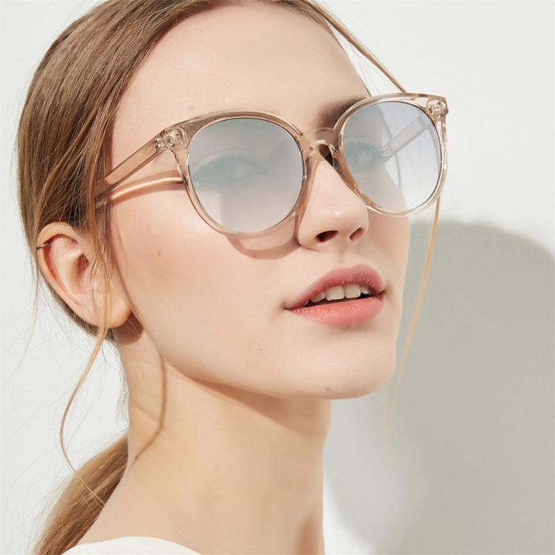 Солнцезащитные очки бежевого цвета
