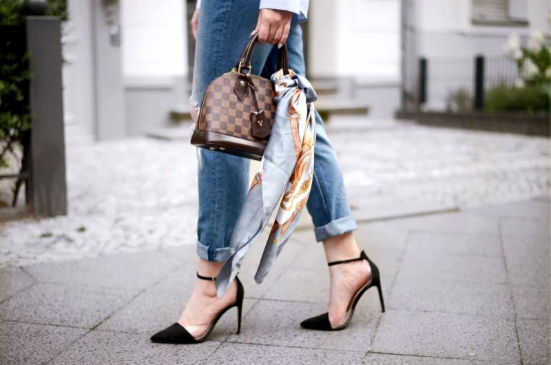 Платок на сумке шелковый, как выглядеть дороже